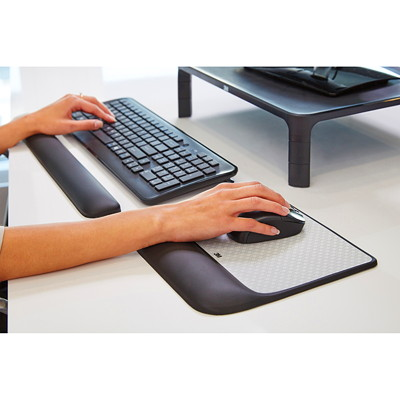 "3M Precise Mouse Pad with Wrist Rest, Black/Silver, 8 1/2""W x 9""D x 3/4""H 8.5 IN X 9 IN X 0.7 IN"
