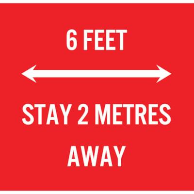 Extensions pour porte-nom de distanciation sociale Sterling, anglais, 6 Feet - Stay 2 Metres Away, blanc sur fond rouge, 2 3/4 po x 2 3/4 po , emb. de 10 PAQUET DE 10 0 020  DE STYRèNE AVEC BANDE A