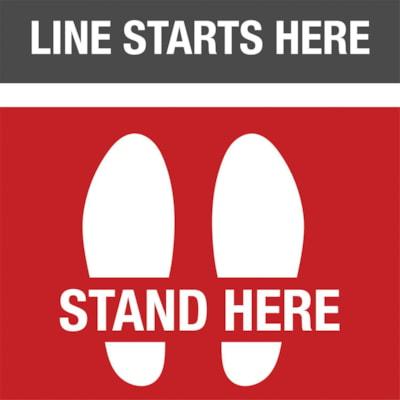 Autocollant de sol de distanciation sociale Sterling, anglais, Line Starts Here - Stand Here avec paire de pieds, blanc sur fond noir et rouge, 12 po x 12 po QTé 1-9