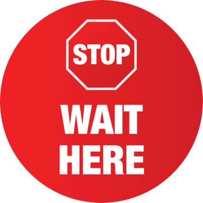 Autocollant circulaire de distanciation sociale pour tapis Sterling, anglais, Stop Wait Here, blanc sur fond rouge, 12 po QTé 1-9