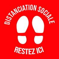 Autocollant de sol de distanciation sociale Sterling, français, Restez ici, blanc sur fond rouge, 12po x 12po